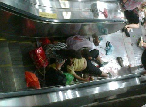 北京地铁4号线发生电扶梯故障 1人死亡28人伤