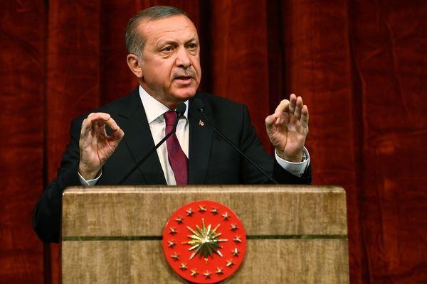 土耳其7000名警察封锁空军基地 称防止居伦支持者发动新一轮政变