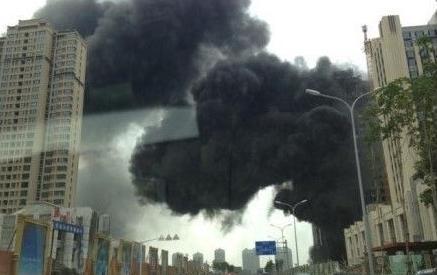 高清图—哈尔滨松北区恒大绿洲楼盘发生火灾 伤亡不详