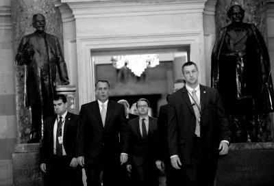 美国会通过临时拨款议案 政府停摆16天重新开门