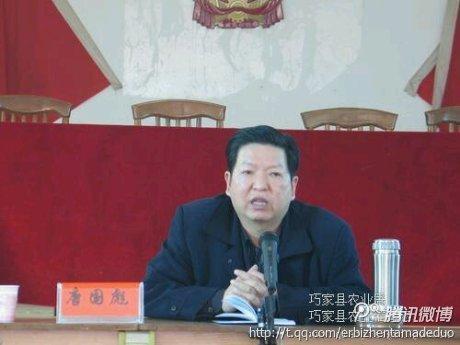 云南巧家一名讨薪民工县委大院喝农药(图)