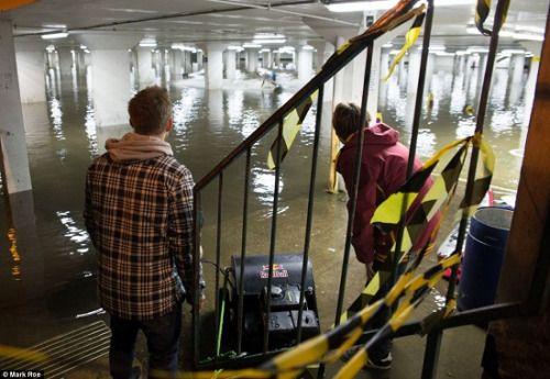 英地下停车场发绝技水秀急速滑男子柔道(图)男大水穿什么异界装好图片