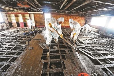 长江沉船仍有8人失踪 专家将登船调查沉船原因