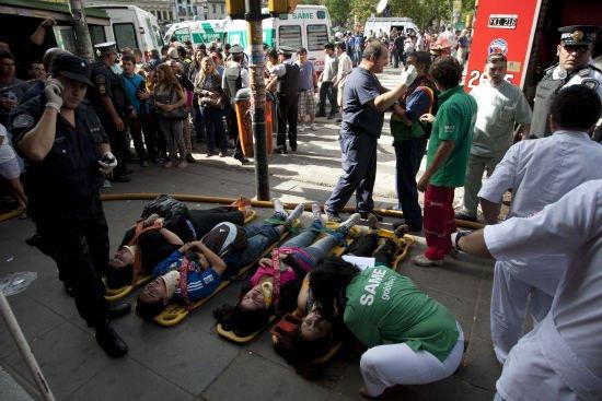 阿根廷首都城铁列车出轨至少40人死亡550人受伤