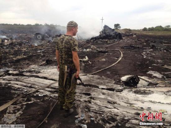 乌民间武装称愿停火 政府称客机救援工作遇阻