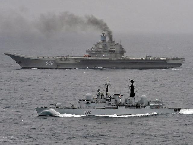俄航母群在叙近海演练 俄军官:西方战机不敢靠近