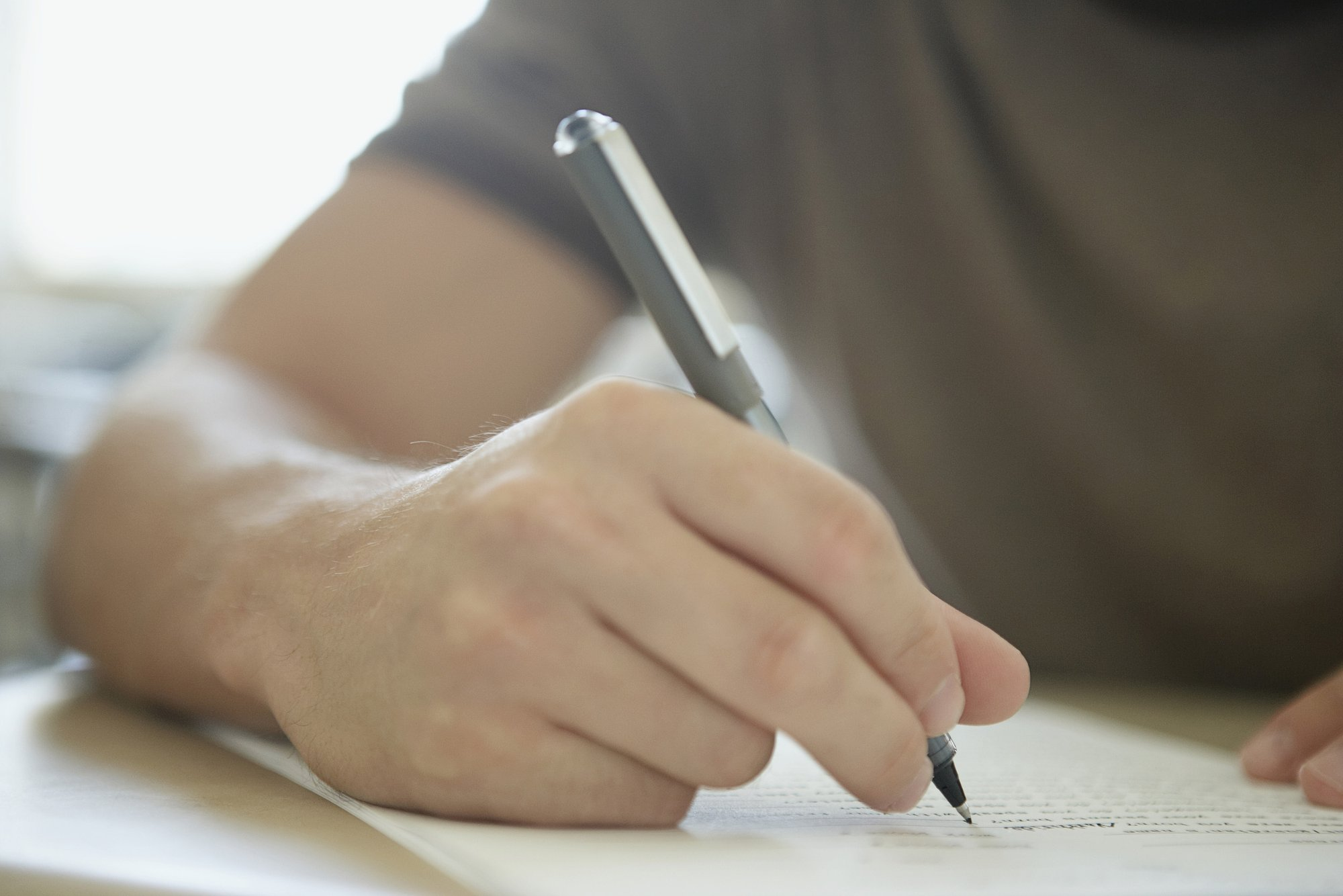 培养民间的写作者,先是体会写出来的快意,然后再体会写得更好的满足感,或许好作家就可以从中产生。图片/视觉中国