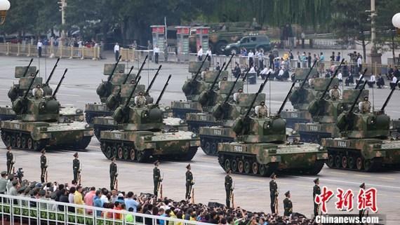 9·3阅兵:高射炮兵方队接受检阅