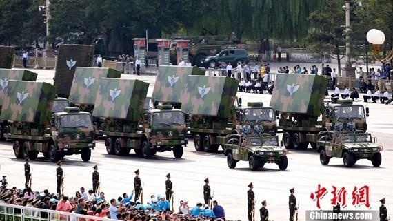 9·3阅兵:预警雷达方队接受检阅