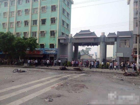 桂林八里街小学门口发生爆炸 23人受伤1人死亡