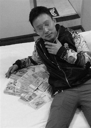 小偷作案后自拍炫耀:一晚搞了这么多钱 被抓获