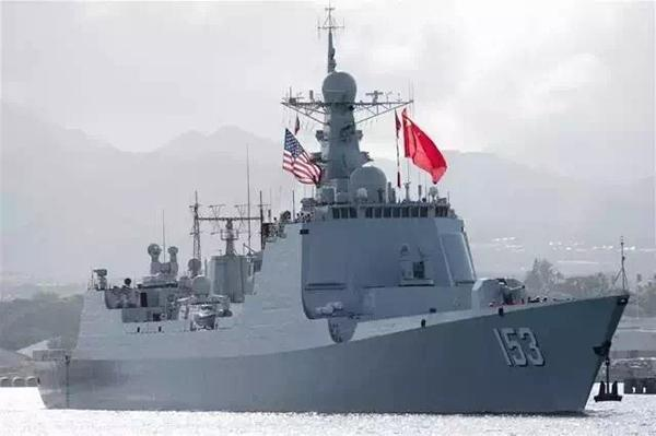 """参加""""环太平洋-2016""""军事演习的中国舰艇出海。7月12日,中国海军导弹驱逐舰西安舰驶离美国夏威夷珍珠港。"""