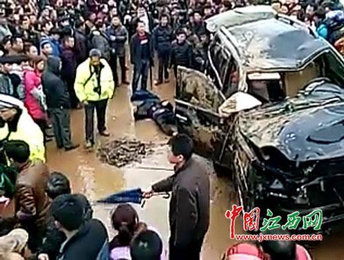 江西男子驾车意外坠河 错过黄金自救时间(图)
