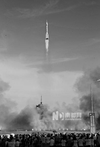 昨日下午,神舟十号飞船在酒泉卫星发射中心发射升空。 新华社发