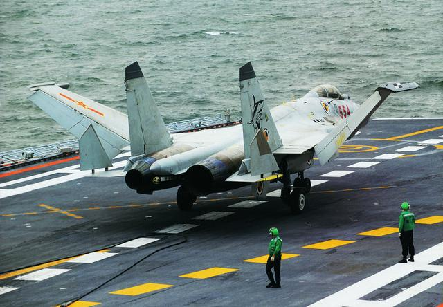 专家:歼15已非常成熟 辽宁舰是否有战力不重要