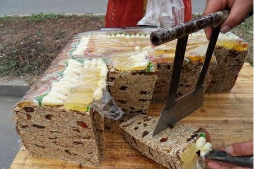 """今日话题:""""切糕"""",拿来调侃不如用于反思"""