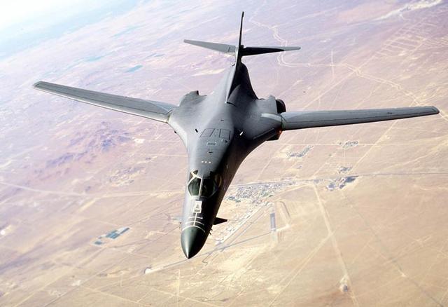 """美军:关岛轰炸机已做好""""今晚就战斗""""准备"""