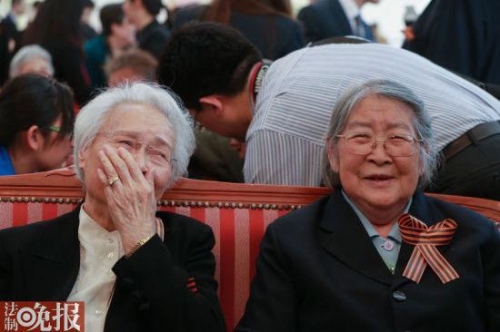 刘少奇女儿等4人将举亲人肖像走过红场接受检阅