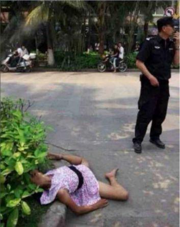 高清图—云南西双版纳景洪城区宣慰大道路边女子遭奸杀?