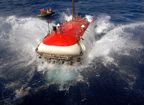 揭秘蛟龙号基线定位系统:大深度误差不超过1米