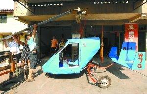 小学文化修理工自造飞机:载着老婆完成飞行梦