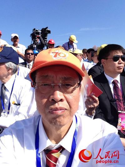 小林阳吉在天安门东观礼台。(图片由小林阳吉提供)