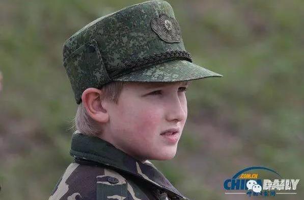 阅兵仪式白俄罗斯小王子:陪父亲访遍全世界