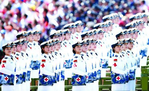 受阅官兵军装全部逐人定制 女兵特别紧身设计
