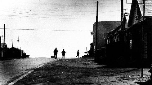 她镜头下的日本,记录了战后一代人的失落与反抗