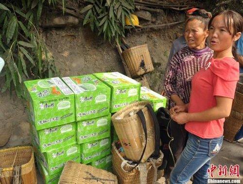 云南彝良地震灾区救援:防雨保暖成当务之急