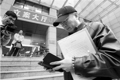 李庄:重庆法院第一次主动约谈 重新递交证据