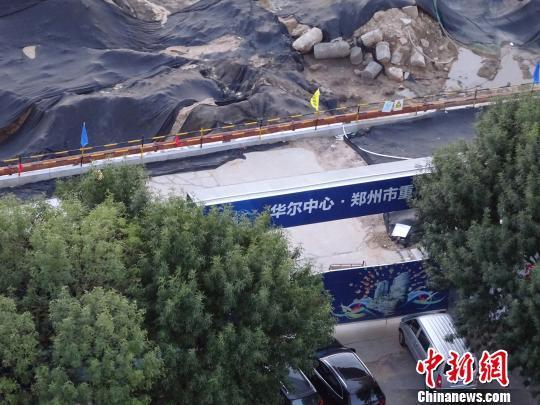 郑州一重点楼盘挖坑即排号待售 房管局称没证