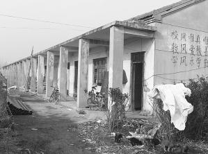 江苏丰县4年撤并335所村小学 农村娃上学路变长