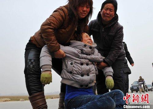 河北化工厂爆炸遇难者升至16人 老者闯关寻亲