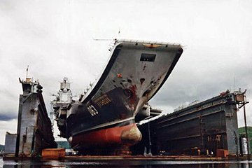 """俄海军""""库兹涅佐夫""""号航母是""""瓦良格""""号同级舰"""