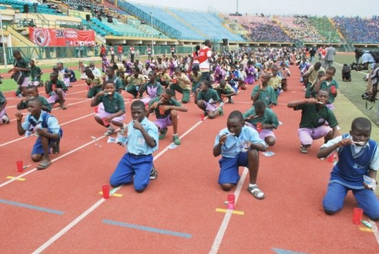 尼日利亚30万学生齐刷牙 创吉尼斯世界纪录(题)