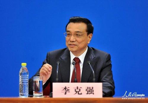 李克强总理回答记者提问 人民网记者 翁奇羽 摄