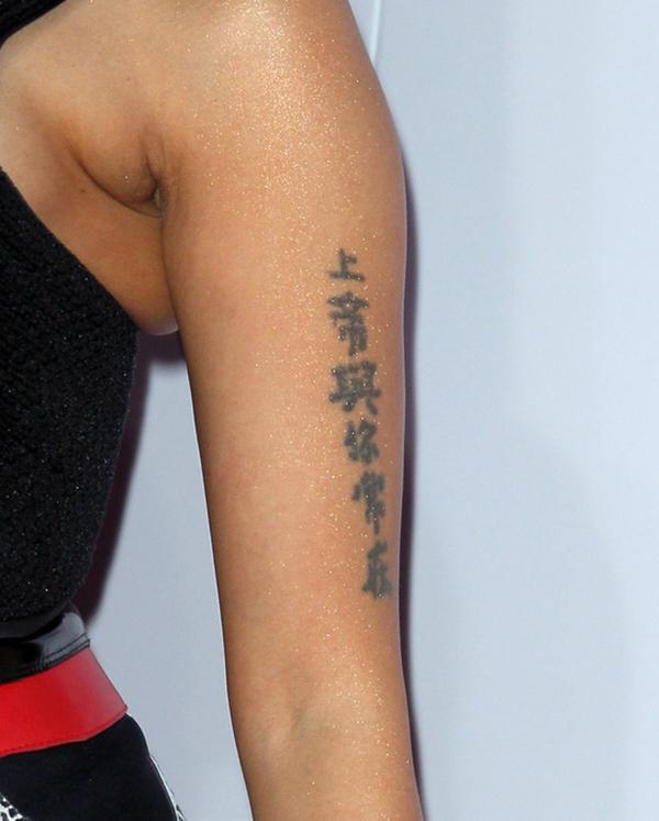 """巴西跳水运动员后背纹身竟然是中文的""""感恩父母""""图片"""