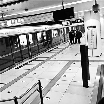 ... 地铁女子被男子揉视频|北京人骂外地人的视频_不