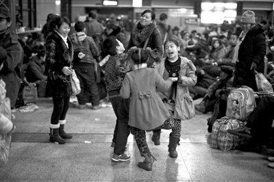 春运期间北京西站周边全天拍违法停车(组图)
