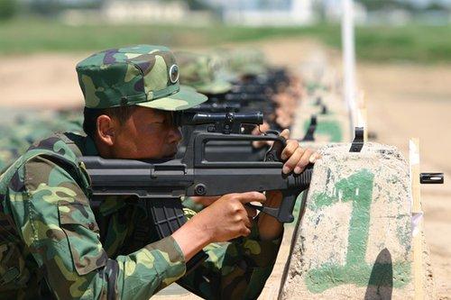 济南军区装甲旅训练贴近实战 取消考核专用枪