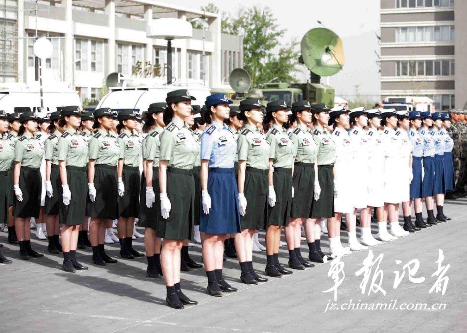 海陆空三军女军官裙装  9月1日,首都预备役部队换着07式预备役军服图片