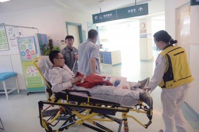 空军总医院保安打伤急救中心医生 6名保安被拘