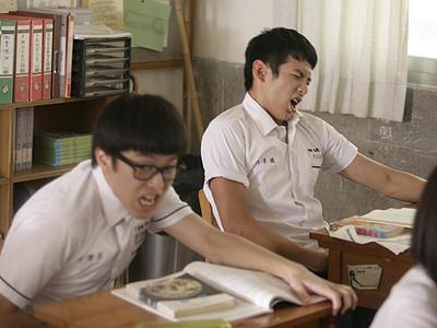 男女学生在课堂岛国
