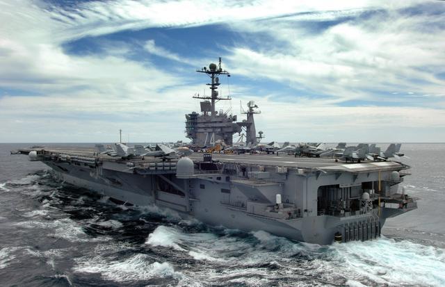 """美官员:美航母航行时遭中国船只""""跟踪"""""""