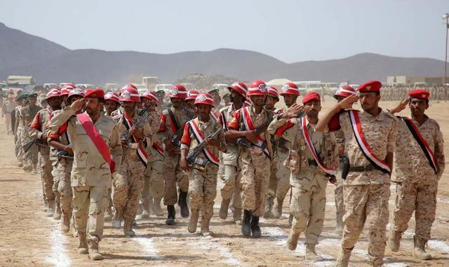 也门政府军基地遭自杀式爆炸袭击至少120人死伤