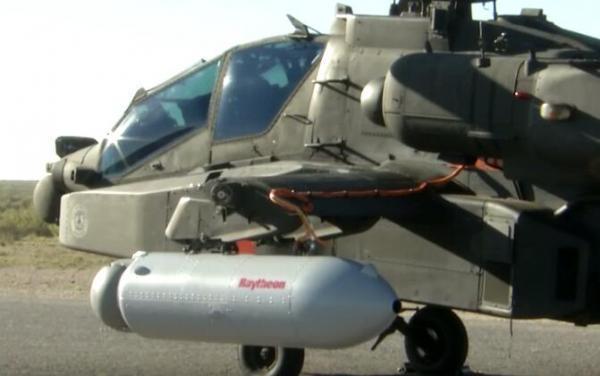 美军阿帕奇直升机成功发射激光摧毁远处目标