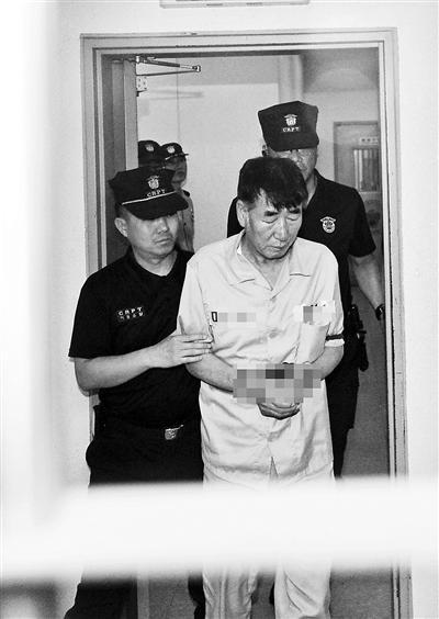韩国沉船事故公审 被告面露笑容引愤怒