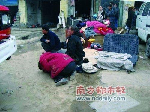 8旬老太强拆现场自焚身亡 儿子儿媳被拘10日