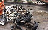 云南昆石高速4车相撞致5人身亡 小车成废铁